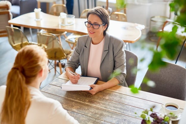 Cómo afrontar una entrevista a candidatas a ser tu empleada del hogar